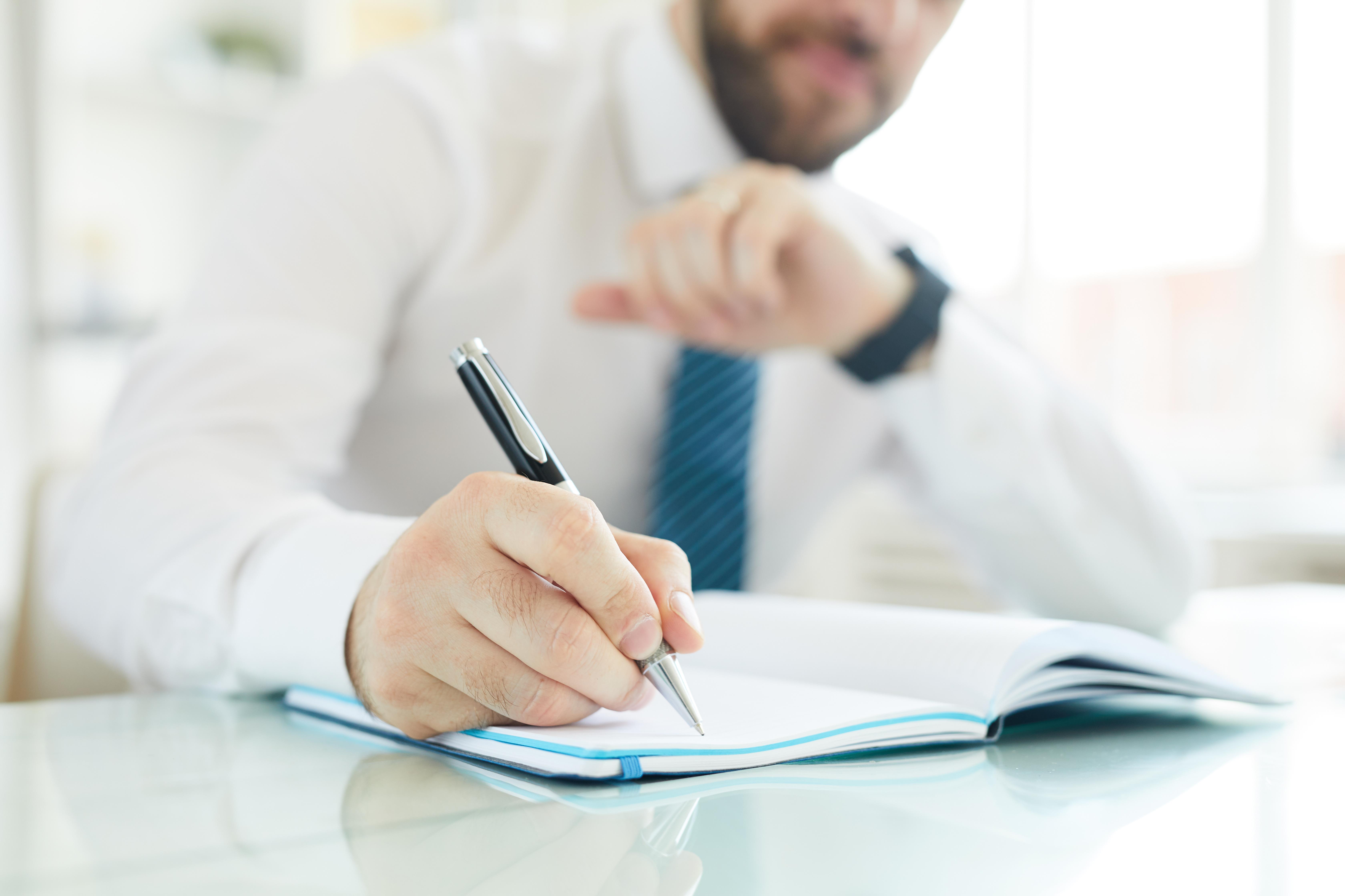 businessman-scheduling-day-in-office-76MXPFR